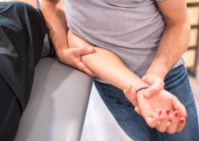 Tendinopathies du coude : rééducation et thérapie manuelle